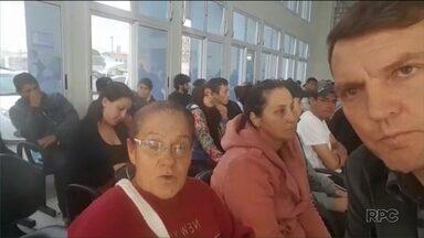 Pacientes reclamam da demora no atendimento na UPA Afonso Pena, em São José dos Pinhais - Muita gente disse que ficou esperando atendimento por mais de 4 horas