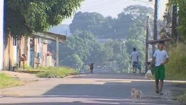 Moradores cobram atuação da PM em rua que registra assaltos em Manaus - Segundo moradores, sete casas da mesma rua foram invadidas na última quinzena.