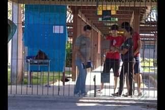 Em Ananindeua, alunos de três colégios da rede estadual em continuam sem estudar - As aulas não teriam iniciado porque as escolas estariam em reforma.
