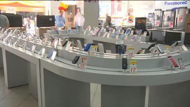 Mais uma loja é assaltada no Centro de Campina Grande - Os bandidos renderam clientes e funcionários e levaram aparelhos celulares.