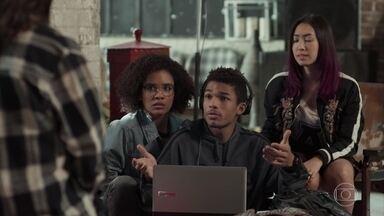 Tina e Ellen insistem que Anderson vá atrás de Tato - O motoboy não entende qual é o problema do amigo, mas vai falar com ele