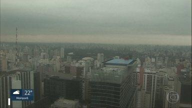 Frente fria leva chuva para São Paulo - A chuva deve diminuir ao longo da tarde. Pela tarde, a temperatura chega a 23ºC.