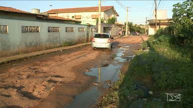 Moradores reclamam de problemas de infraestrutura em São José de Ribamar - Buracos estão tirando o sossego de quem mora ou precisar passar pelo bairro Cohabiano, em São José de Ribamar.