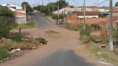 Apesar da alta na arrecadação, bairros de Marília sentem falta de obras e serviços básicos - Moradores de alguns bairros de Marília sofrem com a falta de infraestrutura, serviços básicos e educação de qualidade, mesmo com um aumento de 13% na arrecadação de impostos.