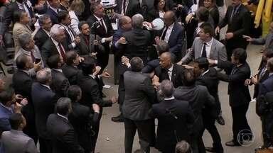 Câmara derruba a denúncia da PGR contra o presidente Temer por corrupção - Depois de treze horas de muita tensão, o governo respirou aliviado.