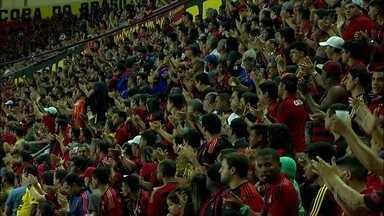 Torcedores do Sport homenageiam técnico do Fluminense em jogo na Ilha do Retiro - Abel Braga foi aplaudido ao entrar no estádio devido à morte de seu filho, de 18 anos. Partida terminou empatada.