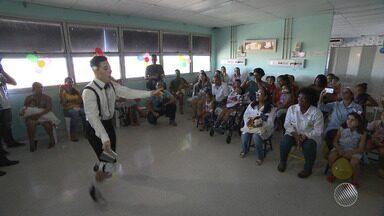 Artistas circenses visitam crianças doentes em hospital da capital baiana - Os pequenos pacientes ficaram alegres e emocionados com a iniciativa.