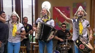Fulô de Mandacaru anima com 'Eu Só Quero um Xodó' - Banda toca música de Dominguinhos