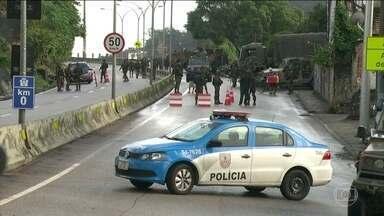 Operação no Rio combate o roubo de cargas e o tráfico de drogas - As Forças Armadas e as Polícias Estadual e Federal estão nas ruas do Rio de Janeiro desde a madrugada deste sábado (5) na chamada Operação Onerat. O principal alvo da ação conjunta foi o Complexo de Favelas do Lins.