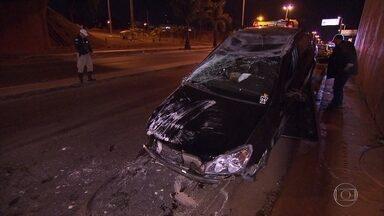 Dois homens são presos depois de se envolver em acidente em BH - Acidente foi no bairro Belvedere. Suspeitos apresentavam sintomas de embriaguez.