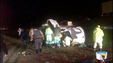 Homem morre atropelado na Rodovia Dom Pedro I - Três pessoas que estavam no carro também tiveram ferimentos leves.