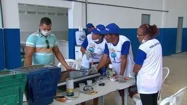 Catadores de Jaboatão são capacitados para dar novas utilidades a aparelhos antigos de TV - Fim do sinal analógico no Grande Recife aumentou o descarte do material.