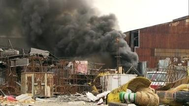 Incêndio no barracão da Renascer de Jacarepaguá, na Leopoldina - É o segundo incêndio em menos de dois emses. Em junho fogo já tinha destruído a maior parte do barracão da escola da Série A.