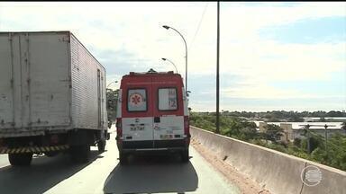 Ambulâncias do Samu têm dificuldade em chegar ao local da urgência por conta do trânsito - Ambulâncias do Samu têm dificuldade em chegar ao local da urgência por conta do trânsito