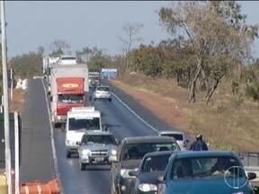 Auditores do Ministério do Trabalho e Emprego fazem fiscalização nas rodovias - Eles analisam o trabalho dos motoristas.