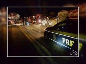 Homem morre em acidente na BR 386 em Seberi, RS - O motorista colidiu de frente com um caminhão