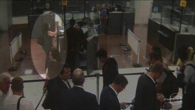 Entrada de turca indica possível falha no controle de imigração do Brasil - As câmeras de segurança do Aeroporto Internacional de São Paulo registraram o momento em que a turca Ayser Tasci, de 47 anos, desembarcou no Brasil. Nesta quinta-feira (11), um mês depois do embarque, a turca foi encontrada em um bairro de SP.