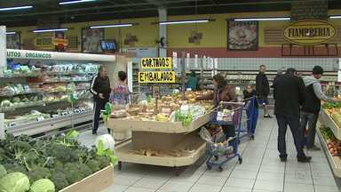 Preço da cesta básica se mantém estável no mês de junho em Ponta Grossa - O que mais variou de preço foi a batata, mas custando mais caro.