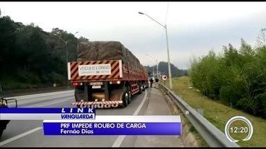 PRF impede fuga de assaltantes com carreta na Fernão Dias - Acompanhamento começou em Atibaia.