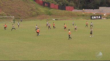 Vitória se prepara para enfrentar o Avaí neste sábado (12), no Barradão - Se vencer, o rubro-negro baiano deixa a zona de rebaixamento do Campeonato Brasileiro.