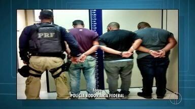 PRF prende três homens suspeitos de integrar quadrilha de roubo de cargas na BR-101 - A prisão aconteceu na manhã de quinta-feira (10). A ação faz parte da operação Égide, que reforça o policiamento nas rodovias federais do estado.