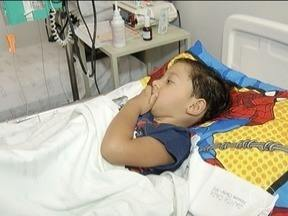Família busca na Justiça auxílio para tratar doença rara de criança em Montes Claros - Garoto, de cinco anos, tem tirosinemia.