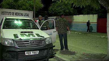 Adolescente é morto e 5 pessoas ficam feridas por balas perdidas em Cupira - PM ainda não sabe informar a motivação do crime. Feridos foram socorridos pelo Samu.