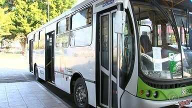 Ônibus intermunicipais não saem da garagem e passageiros ficam sem transporte - Os ônibus da empresa de transporte Piracema não estão rodando nesta sexta-feira (11). A justificativa da empresa é que a paralisação é motivada por conta do término da concessão com a Agência Reguladora de Transporte do Estado de São Paulo (Artesp).