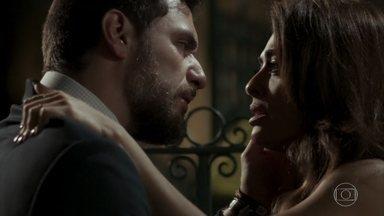 Bibi se declara para Caio e rola novo beijo entre eles - Junqueira vê a cena. Caio marca encontro com Bibi