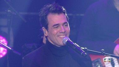 Claudio Lins emociona com sucesso de Ivan Lins - No dia dos pais, Claudio faz linda homenagem ao pai no palco do 'Popstar'