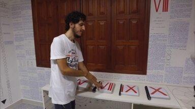 'Menino do Acre' reaparece e nega que sumiço seja jogada de marketing - Bruno Borges voltou para a casa dos pais, em Rio Branco, após 4 meses e meio desaparecido. Livro que ele deixou escrito em códigos foi publicado.