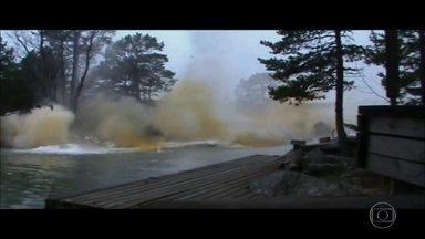 Vídeo mostra rio que explode após ser atingido por raio; verdadeiro ou falso? - A explosão é impressionante, com água e terra voando por todos os lados. Parece até que ferve! Detetive Virtual é convocado para desvendar o mistério.
