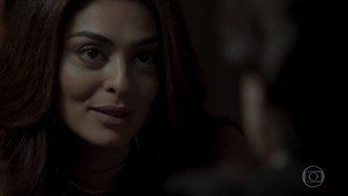 Bibi salva Silvana de cativeiro e paga dívida de jogo da arquiteta - As duas decidem manter segredo sobre a situação. Silvana volta para casa e se esquiva das perguntas de Eurico