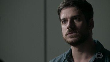 Zeca tenta explicar para o agente federal o único problema que teve com a polícia - Ritinha vai para a casa de Edinalva