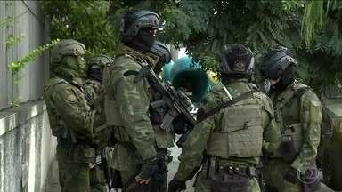 Forças Armadas e polícia fazem operação em favelas de Niterói (RJ) - Estão sendo procurados mais de 20 criminosos.