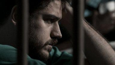 Zeca é levado para presídio - O caminhoneiro é preso injustamente por tráfico de drogas e, por isso, Abel e Nazaré se desesperam. Cândida conversa com Jeiza, mas não conta sobre a prisão de Zeca