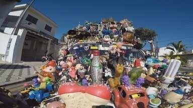 Fusca da Alegria - Conheça o Fusca da Alegria, um carro enfeitado com objetos curiosos e que é destaque por onde passa