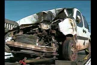 Acidente deixa seis pessoas feridas na BR-285, em Passo Fundo, RS - Eles são de Miraguaí, RS, e viajavam para tratamento médico.