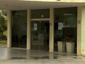 Moradores de Dracena reclamam de paralisação em postos de saúde - Parte dos prédios foi danificada por chuva de granizo no mês de maio.