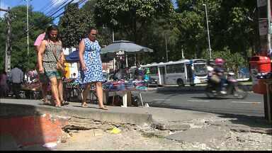 JPB2JP: Calçadas no Centro de João Pessoa estão bem esburacadas - Dificuldade para pedestres e cadeirantes.