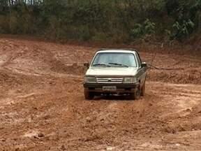 Moradores do Jardim Jabaquara enfrentam problemas com estrada de terra - Via está intransitável devido à lama.