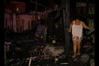 Incêndio destruiu sete casas no bairro da Marambaia, em Belém - Não houve vítimas, mas de acordo com a Defesa Civil as casas foram totalmente destruídas.