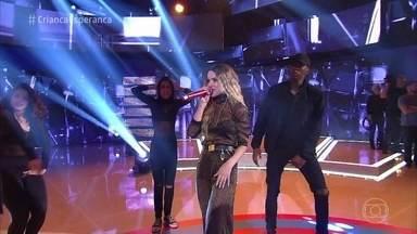 Manu Gavassi canta 'Hipnose' - A cantora anima o Caldeirão com sua música nova