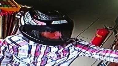 Loja de posto de gasolina é assaltada em Igarassu - Câmeras de segurança registraram a investida criminosa.