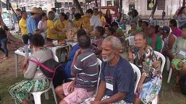 Moradores de rua do Recife têm dia de solidariedade - Ação pediu também construção de abrigo noturno.