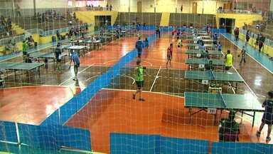 Em Toledo é realizado o campeonato de tênis de mesa - Atletas de várias cidades estão reunidos na cidade para as disputas.