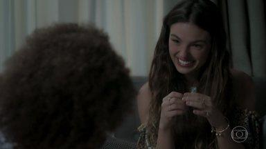 Ritinha fala para Marilda que irá esperar Zeca sair da prisão - Abel teme que o filho volte a se encantar por Ritinha