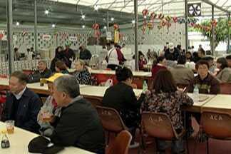 Mesmo com chuva, visitantes comparecem na Aflord - Segundo organização, no final de semana passaram pelo evento 8 mil pessoas.