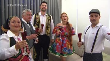 Jorge recebe convidados para o jantar luso-paraense - Ana Maria Braga conversa com o representante de vendas na Casa de Cristal. Confira o capricho da decoração do evento de Jorge e o figurino dos convidados