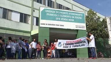 Servidores municipais da saúde protestam por mais unidades de pronto-atendimento em BH - Quem precisa de atendimento também reclamou da situação da saúde na capital.